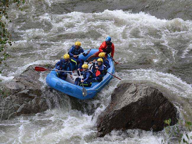 Descenso de un rio en rafting